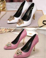 modelo de tacón alto de moda al por mayor-2018 La moda y zapatos cómodos de las mujeres forman los zapatos de cuero salvaje nueva aguja en punta-tacón alto pasarela modelos