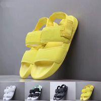 ingrosso sandali gialli delle ragazze-2019 Donne Sandali Designer Rihanna Pantofole Sandali Bambina Moda Nero Giallo Verde Bianco Scivoli Mens Designer Flip Flop Taglia 36-45