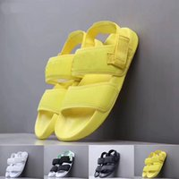 mädchen gelb sandalen großhandel-2019 Frauen Designer Sandalen Rihanna Hausschuhe Mädchen Sandalen Mode Schwarz Gelb Grün Weiß Rutschen Mens Designer Flip Flop Größe 36-45