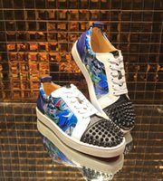 zapato de calle hombre pico al por mayor-Perfect Street Men Women Designer Print Graffiti Shoes Low Top Zapatillas con fondo rojo Casual Walking Flats Party Spikes Sneakers