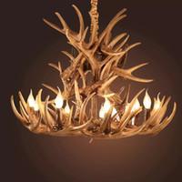 luz de asta moderna al por mayor-Lámpara de araña de resina de cornamenta Lámpara de araña de asta LED moderna Arañas de brillo E14 Luces vintage Iluminación de la novedad luces colgantes navidad