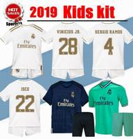 kits de fútbol juvenil al por mayor-2020 New Real Madrid Kids Kit Hazard Camisetas de fútbol JOVIC 2019 Local Visitante Niño Niño Juventud Modric ISCO ASENSIO SERGIO RAMOS Camisetas de fútbol