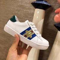 sapatos largos para meninos venda por atacado-High end crianças meninos meninas Abelha bordado sapatos de couro moda sapatos crianças treinador casual sneakers