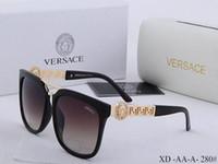 caja gafas cadena al por mayor-2019 Nueva moda top Protección UV 400 Italia Diseñador de la marca Cadena de oro Tyga Medusa deseo Gafas de sol Hombres / Mujeres Gafas de sol ocasionales Caja @ 5252