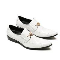 zapatos blancos hebillas de oro hombres al por mayor-Cuero Real Hombres Blancos Blancos Mocasines Italianos Moda Hebilla de Oro Decoración Oxford Zapatos de Boda Hombre Formal Slip On Zapatos Zapatos