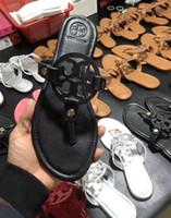 plage unique achat en gros de-Peaux de mouton et cuir verni Ms Sandals Beach Flat Th-Slrap Thong Tongs Tongs Pantoufles Fashion Semelle en caoutchouc avec boîte 29 couleur 35-43