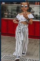 top mode mädchen hose kleidung großhandel-Arbeiten Sie neue 2019 Sommer-Mädchen-Ausstattungs-Baby-Klage-Oberseiten-Shirtstreifen Hosenhose 2pcs gesetzte Kleidung um