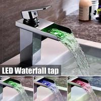 ingrosso rubinetti a colori-LED Cambiamento di colore Rubinetto per lavabo a cascata Miscelatore monocomando lucido per lavabo Lavandino per bagno Rubinetto miscelatore freddo e caldo