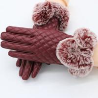 черные перчатки из меха кролика оптовых-Женщины сенсорной перчатки экрана PU кожа Женской Водонепроницаемая Толстые шерсти кролика перчатка Красный Черный Теплый весна зима
