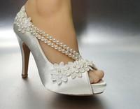 marfim seda sapatos de noiva venda por atacado-As mulheres da moda pérolas branco marfim seda rendas aberto dedo do pé Sapatos Da Bomba Do Casamento nupcial vestido de festa sapatos