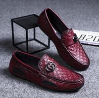 zapatillas mocasines de piel auténtica para hombre. al por mayor-NUEVO hombre de la marca de zapatos de cuero auténtico hombre del diseñador de los zapatos de conducción de lujo los hombres de moda los zapatos del verano suaves mocasines hombres mocasines S65
