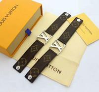 ingrosso leather cuff wristband bracelet-2 colori argento V braccialetto in pelle a forma di V fascino braccialetti polsini polsini gioielli di moda per le donne regalo di Natale goccia a goccia
