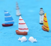 bild boote großhandel-3 farbe 3 größen mini kreative harz segelboot garten dekor fee miniatur als bild für diy gehäuse landschaft dekor freies shiping