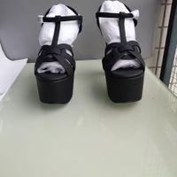 grandes semelles achat en gros de-Chaussures de style européen pour grands produits de luxe, sandales, semelles décoratives en perles, tendance de la mode à talons hauts