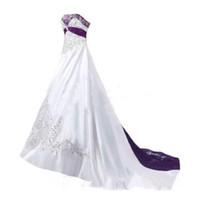 cheap wedding dresses achat en gros de-Robes de mariée violettes et blanches 2019 chérie Corset à lacets dos balayage train dentelle broderie église jardin robe de mariée pas cher