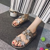 плоские туфли резиновые для девочек оптовых-Fashion Star Buckle Women Sandals Peep Toe Slip On Female Slides Soft Rubber Heels Womens Flats Girl Beach Shoes  Designers