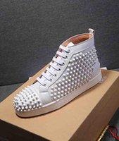 zapatos para hombre con tachuelas de oro al por mayor-Clásico tachonado zapatos para hombre inferior rojo de las zapatillas de deporte de cuero blanco Espigas de Oro de la astilla de alta Flat Top Hombres zapatos para caminar 35-46 T07