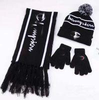 häkeln für weihnachten großhandel-Wintermützen Schal Handschuh Set Warme Häkelkappen Beanie Brief Gedruckt Hüte Modemarke Schal Handschuh Weihnachtsgeschenk GGA2479