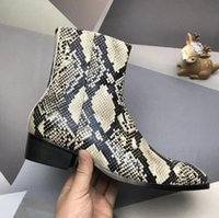 botines hombre cuero negro al por mayor-Moda elegante del diseñador de los hombres de negocios de cuero Negro cargadores del caballero del top del alto inferiores rojos de los zapatos ocasionales Botas Marca Flat Ankle Boots r1