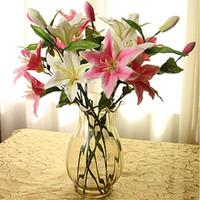 fausses fleurs de lys rose achat en gros de-Faux Lily Fleur Artificielle Lys trois têtes Soie blanc / rose / rose rouge lis fleur de lys décoiffe