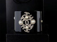 бриллиантовый браслет широкий оптовых-Классический жемчуг браслеты роскошный жемчуг алмаз манжеты мода широкий браслеты ясно Кристалл панк акриловые звезды браслет ювелирных изделий с коробкой