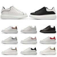 dicke soled mode schuhe großhandel-Alexander McQueen 2019 Designer Schuhe Mode Luxus Leder Sneakers für Männer Frauen Top-Qualität weiß Plateauschuhe Dickbesohlte Höhe zunehmen
