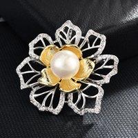 yeni yıl broşları toptan satış-Kadınlar için toptan Lüks Büyük Çiçek Broşlar İmitasyon İnci CZ Zirkon Broş Pin kadın gömlek Moda Takı hediye için yeni yıl