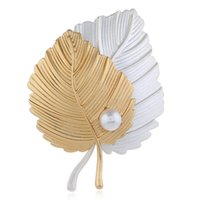 broches de traje de pérola de ouro venda por atacado-Coreano Folha De Prata De Ouro Folhas de Pérolas Broches Broche Pinos Corsage Costume Decoração de Moda Jóias Presentes Criativos Para As Mulheres