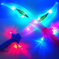 ingrosso spade delle giocattoli dei bambini-LED Swords Armi Cosplay Spada LED colorato illuminazione musica Suoni Action Figure giocattoli per bambini regalo di natale 10 p / l