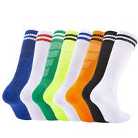 sobre los calcetines de rodilla hombres al por mayor-2019 Deportes Fútbol Baloncesto calcetines sobre la rodilla calcetines de fútbol Stripped transpirable antideslizante de alta medias para niños Hombres Mujeres M371Y