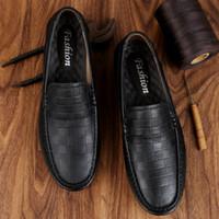 saliendo con zapatos de cuero al por mayor-Zapatos de cuero casuales de la moda de los hombres Banquete, Fiesta, Zapatos de traje de fecha Zapatos de cuero negro de negocios Tamaño 38-44