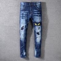 nuevos jeans amarillos para hombre al por mayor-Ojos amarillos bordados del estilo de los hombres del estilo de Italia Nuevo Pantalones bordados engrasados Pantalones vaqueros pitillo azules Pantalones delgados Tamaño 29-40 # 3314