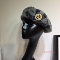 boinas rojas para al por mayor-Boina elegante de diseño europeo, sombrero de red a cuadros de moda, sombrero octogonal, otoño invierno, sombrero informal inglés, sombreros al por mayor, moda feansh7