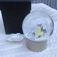 regalos a los clientes al por mayor-Nueva botella de perfume C Collection Snow Globe Dome Globe fondo dorado de lujo Regalo especial Regalo de novedad Cliente VIP limitado para decorar