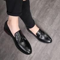 club nocturno zapatos hombres al por mayor-2019 hombre clásico mocasines de borla de lujo para hombre zapatos formales transpirables zapatos planos hombres de negocios club nocturno tamaño grande 37-48