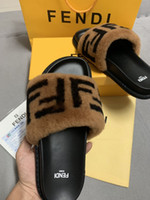 ingrosso scarpe acqua unisex-2019 Sandali e pantofole da uomo e da donna Scarpe da donna di design di alta qualità Pelle scamosciata di moda Camoscio con scivoli Pantofole con scatola Tote