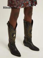 kahverengi deri topuk ayakkabıları toptan satış-Yeni Stil Elektrikli Nakış Diz Yüksek Çizmeler Kadın Siyah Kahverengi Gerçek Deri Sivri Burun Tıknaz Topuk Kovboy Çizmeleri 43