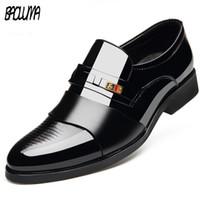 kahverengi sivri parmak elbise ayakkabıları toptan satış-Dört Mevsim Sivri Burun Erkek Elbise Ayakkabı 2019 Nefes Siyah Kahverengi Düğün Ayakkabı Resmi Takım Elbise Ofis Adam Deri Ayakkabı