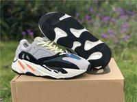 kutular tebeşir toptan satış-2019 Son Çıkan Otantik Originals 700 V2 Dalga Koşucu Katı Gri 3 M Tebeşir Beyaz Çekirdek Siyah kanye West Adam Koşu Ayakkabı Sneakers B75571 Kutusu