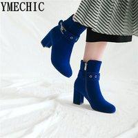 blaue weibliche stiefel großhandel-YMECHIC 2018 Rot Blau Schwarz High Heels Damenschuhe Flock Fashion Schuhe 2018 Winterstiefeletten Buckle Plus Size Bootie Female