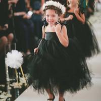 çocuklar için siyah gelinlik toptan satış-Yeni Flowergirl Elbiseler 2019 Gotik Siyah Tül Çiçek Kız Elbise Düğün için Sevimli Yay Spagetti Sapanlar Çay Boyu Çocuklar Örgün Törenlerinde Ucuz