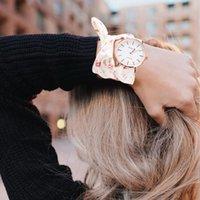тканевые наручные часы оптовых-Новые Цветочные Ткань Ремешок Женские Часы Браслет Горячая Женева Женские Часы Платье Кварцевые Наручные Часы Часы Подарок Feminino Reloj Mujer