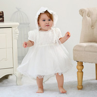vestido de niña para el bautismo al por mayor-Bebé vestidos de bautismo muchachas con el sombrero cortos de encaje de manga recién nacidos Traje de bautizo bautizo vestidos de las muchachas de la princesa boda vestido 0-18M