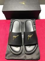 ingrosso distintivi leggeri-Pantofole da uomo nuove tendenze 2019 comode ed eleganti con materiali importati in oro chiaro modello distintivo lettera