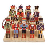 decoración de muñecas de madera al por mayor-3pcs Cascanueces de madera del soldado de Navidad Decoración Colgantes Adornos para el partido del árbol de Navidad Año Nuevo cabritos de la decoración de la muñeca