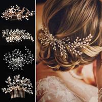 ingrosso corone di matrimonio perla-2019 Western boho Wedding Fashion Copricapo per la sposa Handmade Wedding Crown Floral Pearl Accessori per capelli Ornamenti per capelli