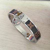 розовые браслеты оптовых-Высокое качество марки 316 Titanium Steel 18K золото серебро розовое золото письмо коричневая кожа цветок браслет браслеты для мужчин, женщин изящных ювелирных