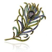 pin fabrik rhinestone großhandel-Mode Schöne Smaragd Kristall Strass Broschen Pfauenfeder Hochzeit Pin Luxus Broschen für Frauen Großverkauf der Fabrik