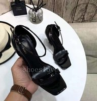 ingrosso cinghie di caviglia tacchi di vernice nera-Sandali gladiatore in pelle nera rossa Sandali in metallo unici con tacco alto in metallo Scarpe con fibbia in pelle di marca famosa