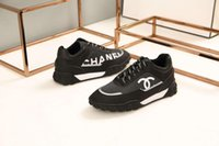 mulheres quentes de couro preto venda por atacado-2019 liberação sapatilhas paris homens pista respirável chaussures preto para as mulheres triplo sapatilha de couro sapatos casuais hot autêntico designer de sapatos